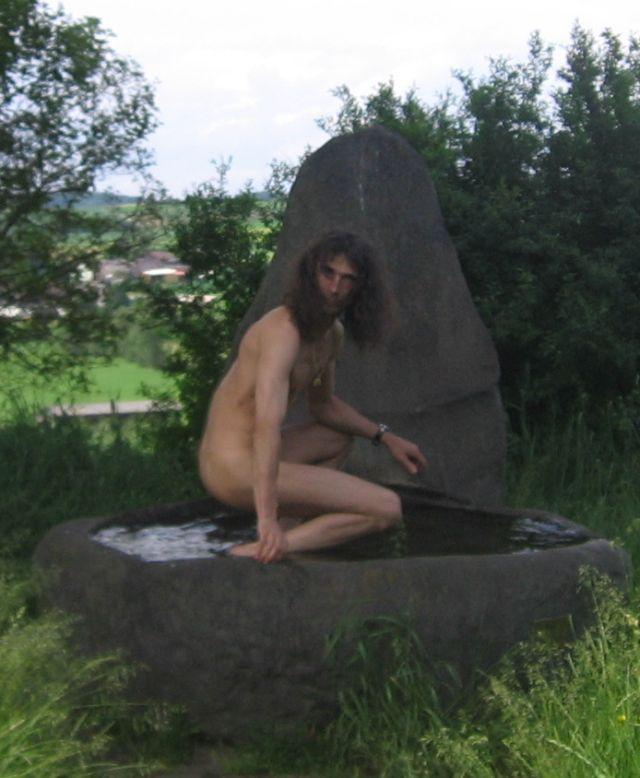Tanga Am Brunnen