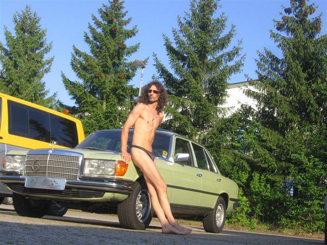 bikini models Autoshow