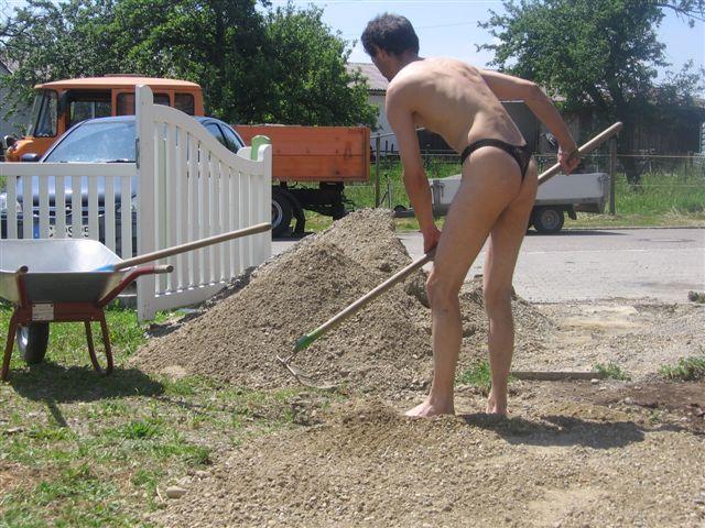 tiny bikini Baustelle